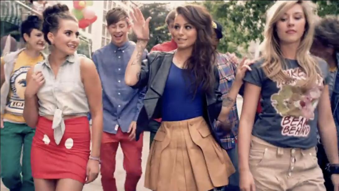 Mike Posner en Cher Lloyd dating Hoe vind je je partner op dating websites